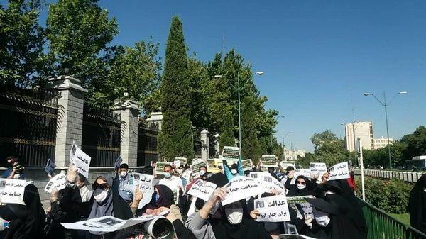 تجمع آموزشیاران نهضت سوادآموزی مقابل مجلس