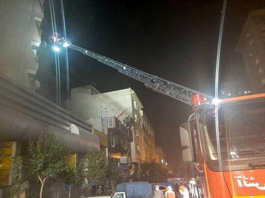 آتشسوزی مجتمع تجاری-مسکونی ۱۷ طبقه در خیابان آزادی