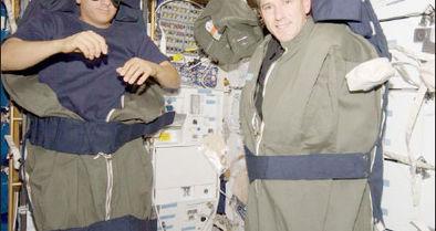 فضانوردان چگونه میخوابند؟