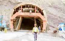 کارگران پروژه تونل آزادراه منجیل به رشت، چهار ماه مزد معوقه دارند