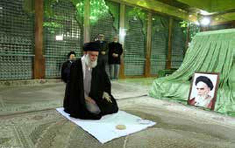 حضور رهبر انقلاب در مرقد امام خمینی(ره) وگلزار شهدا