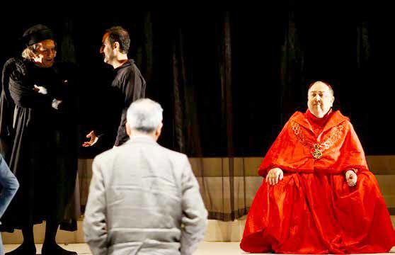 فرمانآرا و دستگرمی تئاتری گرانقیمت