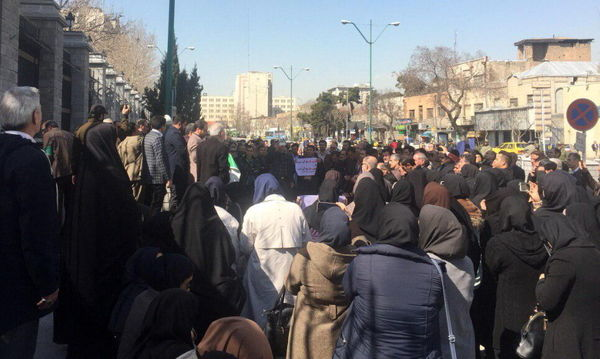 تجمع کارکنان وزارت کشاورزی در اعتراض به حقوق دریافتی