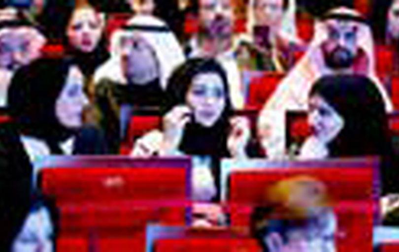 زنان عربستان بدون اجازه مردان میتوانند به خارج سفر کنند