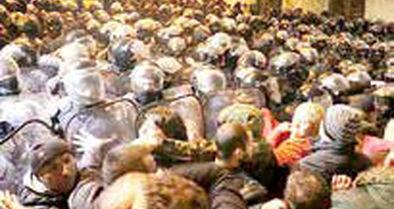 درگیری پلیس گرجستان با معترضان مقابل ساختمان پارلمان