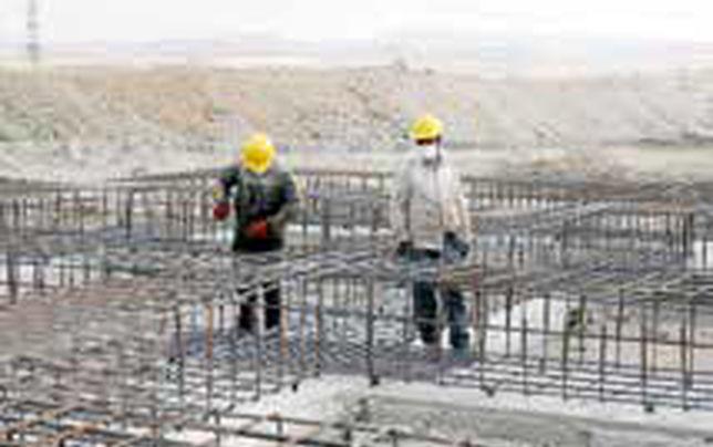 مسئولان از صورتهای سوخته و دستان ترکخورده کارگران شرم کنند