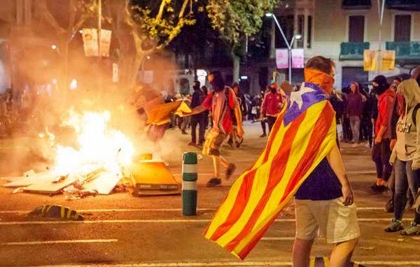 دموکراسی در دستانداز