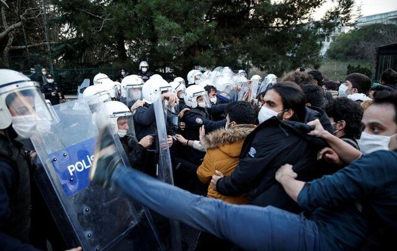 درگیری پلیس ترکیه با دانشجویان معترض