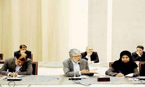مدعوین انتقاد کردند//  روحانی از «دولت در سایه» سخن گفت