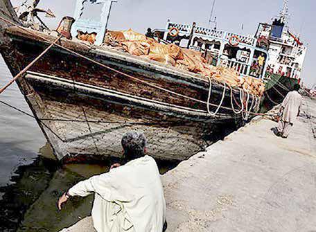 مردان دریا فلافل میفروشند